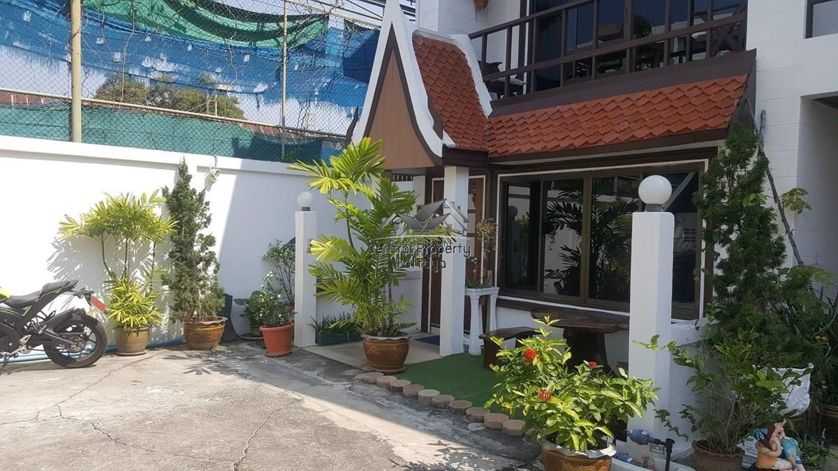 Five Bedroom Townhouse in Pratumnak For Sale or Rent. - House - Pattaya -