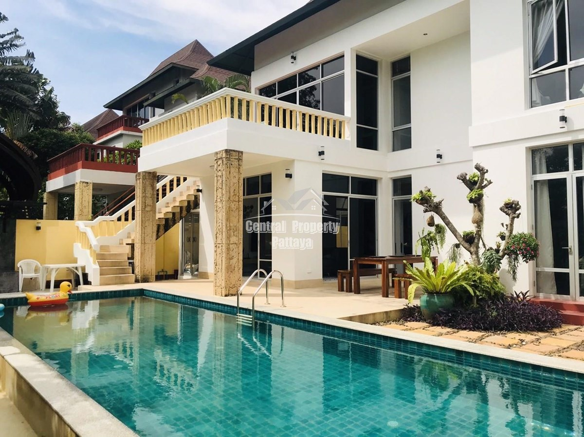 Beautiful Thai Bali Style Pool Villa just 2 minutes drive to the end of Jomtien beach road