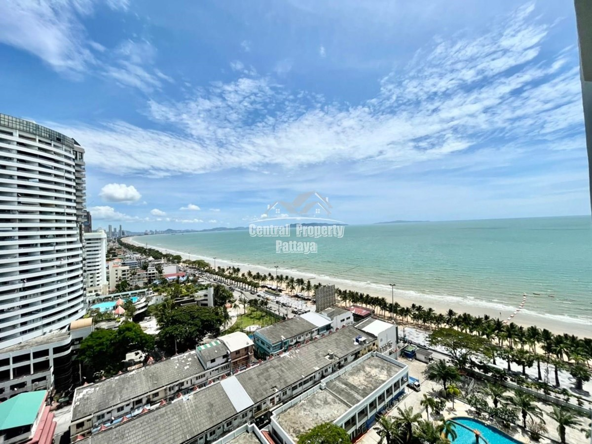 Large Studio for Rent on Beach Front Location Jomtien