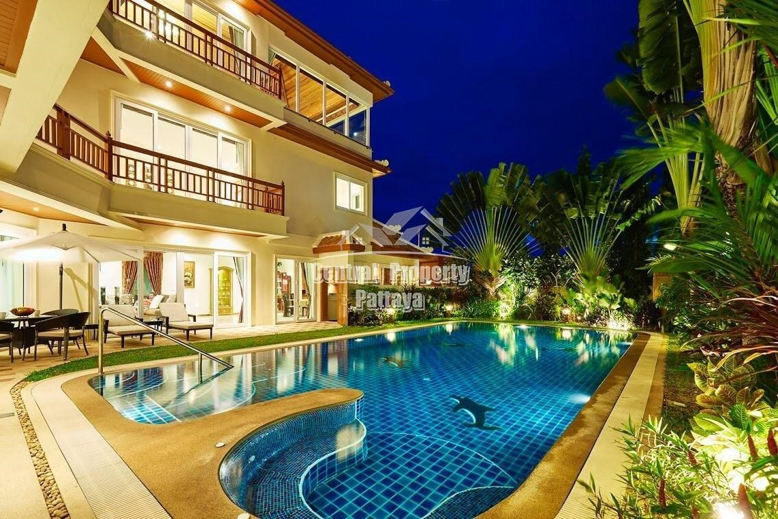 Luxurious 930 sqm, 5 floor pool villa with sea view in Pratumnak