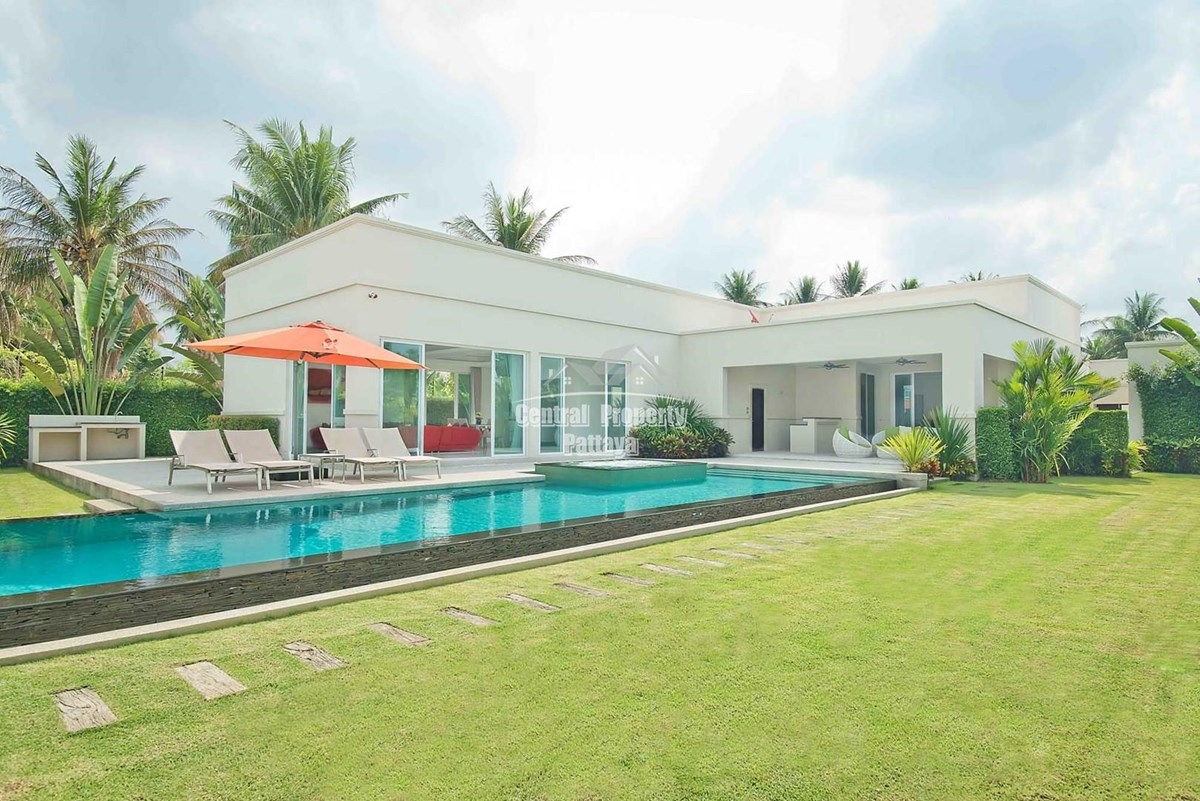 Stunning Three Bedroom Three Bathroom Pool Villa For Sale or Rent near to Lake Mabpachan - House - Pattaya East - Pattaya East, Chonburi